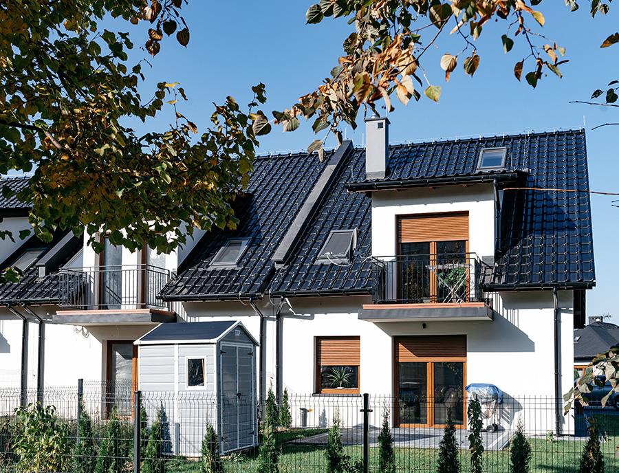 ekologiczne nowoczesne domy z keramzytu w zabudowie szeregowej