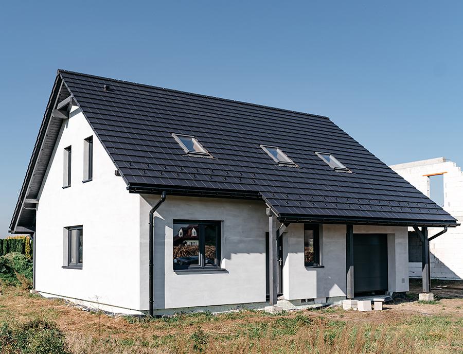 front nowego domu z prefabrykatów keramzytowych